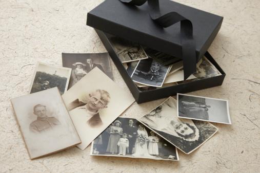 Female Likeness「open box of vintage family photographs」:スマホ壁紙(7)