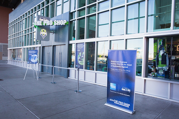 Hayward Field「American Express Blue Friday And Walter Jones At Seahawks Proshop Inside CenturyLink Field」:写真・画像(0)[壁紙.com]