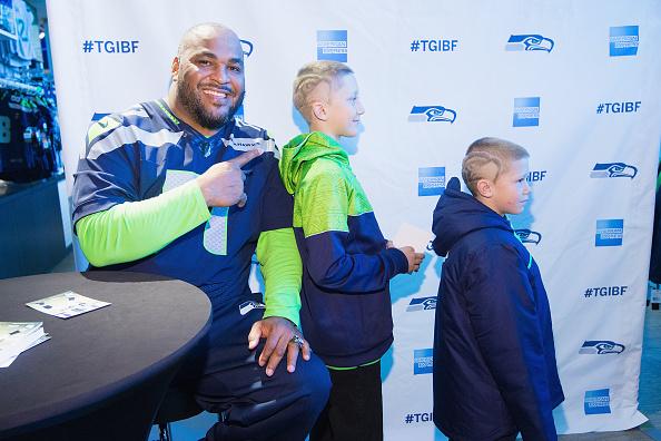 Hayward Field「American Express Blue Friday And Walter Jones At Seahawks Proshop Inside CenturyLink Field」:写真・画像(4)[壁紙.com]