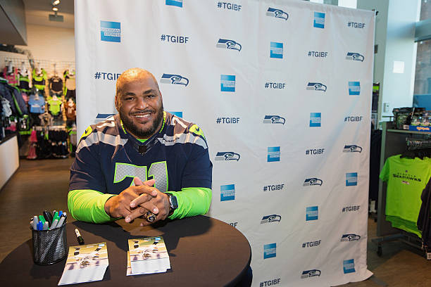American Express Blue Friday And Walter Jones At Seahawks Proshop Inside CenturyLink Field:ニュース(壁紙.com)