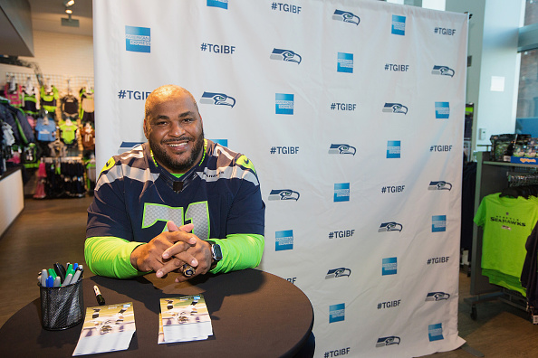 Hayward Field「American Express Blue Friday And Walter Jones At Seahawks Proshop Inside CenturyLink Field」:写真・画像(14)[壁紙.com]