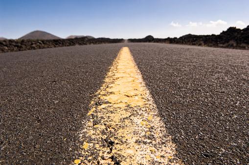 Dividing Line - Road Marking「Highway through barren landscape」:スマホ壁紙(11)