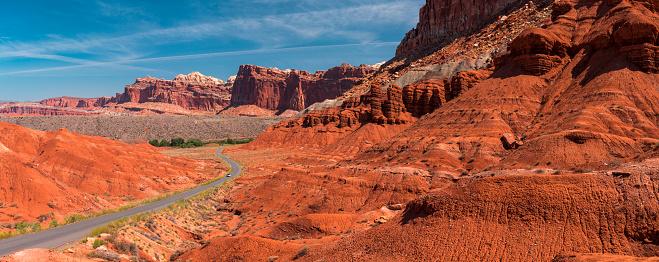 Capitol Reef National Park「Highway through Utah mountains panoramic」:スマホ壁紙(17)