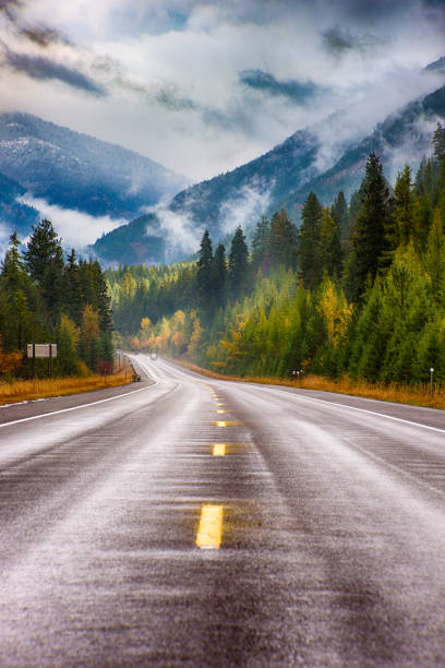Highway Through Western Montana:スマホ壁紙(壁紙.com)