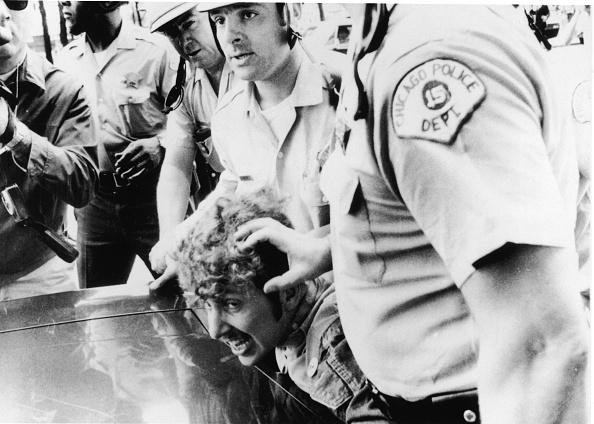 Democratic National Convention「Cops Restrain Protestor At 1968 Democratic National Convention」:写真・画像(4)[壁紙.com]