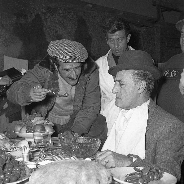 Beret「Italian comedian Totò acting in the movie 'Totò, Peppino and the outlaws', Italy 1956」:写真・画像(2)[壁紙.com]