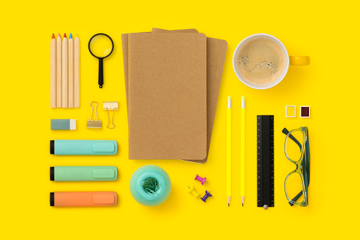 Colored Pencil「Things on my desk flat lay」:スマホ壁紙(17)