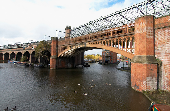 Canal「The Manchester-Liverpool railway line crossing Castlefield canals, Manchester, UK Francis Egerton, the third Duke of Bridgewater commissioned the great engineer James Brindley to build a network of canals which construction began in 1759 and remains toda」:写真・画像(10)[壁紙.com]