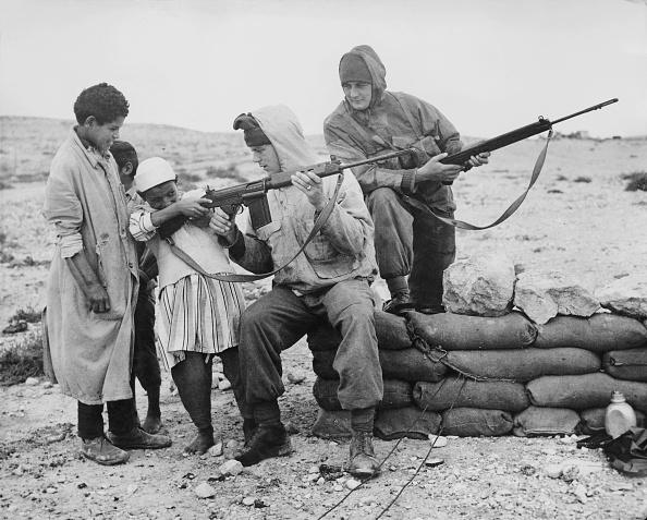 Giles「British Troops In Libya」:写真・画像(14)[壁紙.com]