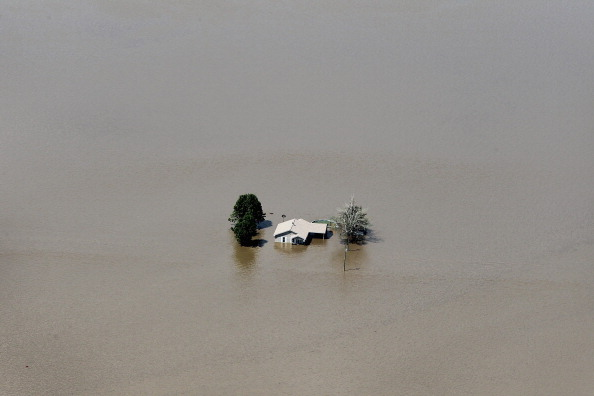 Missouri「In Effort To Save Homes, Army Corps Blows Up Levee To Flood Farm Fields」:写真・画像(16)[壁紙.com]