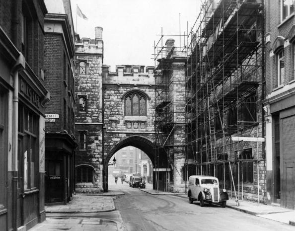 Construction Equipment「St John's Gate」:写真・画像(5)[壁紙.com]