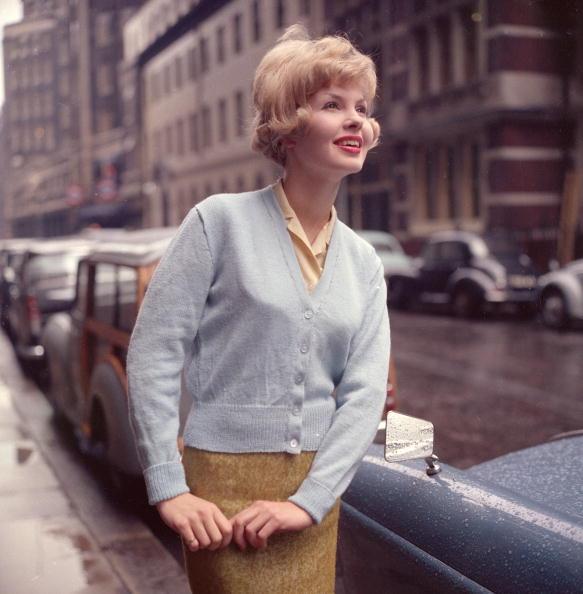 Cardigan Sweater「Classical Fashion」:写真・画像(14)[壁紙.com]