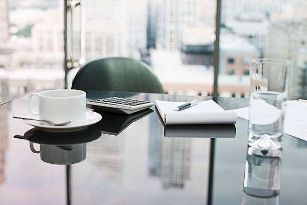 Desk with coffee, calculator, notepad and water:スマホ壁紙(壁紙.com)