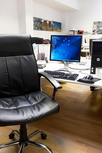 Blank「Desk with computer, monitor on」:写真・画像(12)[壁紙.com]