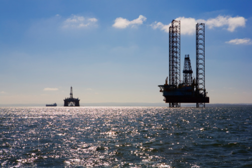 Oil Industry「Oil rig in sea」:スマホ壁紙(0)