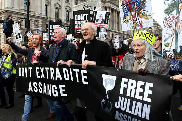 Hollie Adams「'Don't Extradite Assange' Protest Held In London Ahead Of Court Proceedings」:写真・画像(11)[壁紙.com]
