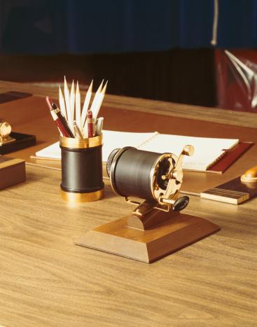 1967「Pencil holder with vintage sharpener」:スマホ壁紙(8)