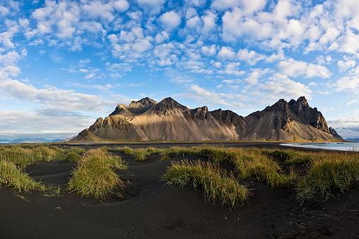 自然地理学「Stokksnes ケープ、Vestrahorn (バットマン山)、アイスランド」:スマホ壁紙(2)