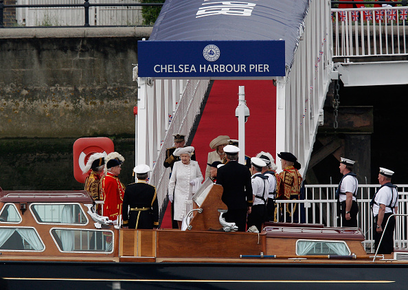Passenger Boarding Bridge「Diamond Jubilee - Thames River Pageant」:写真・画像(13)[壁紙.com]