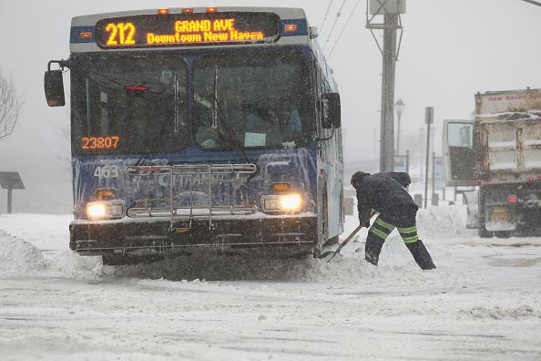 Bus「Massive Winter Storm Brings Snow And Heavy Winds Across Large Swath Of Eastern Seaboard」:写真・画像(1)[壁紙.com]