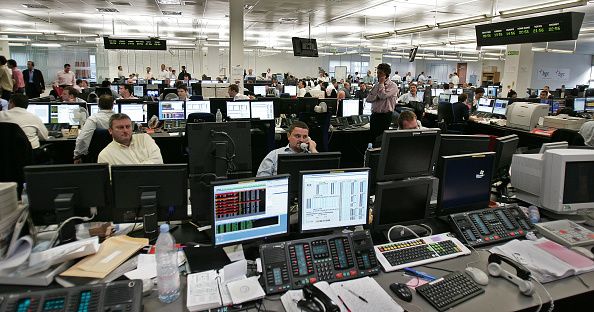 City「Financial Workers Deal On A Trading Floor」:写真・画像(11)[壁紙.com]