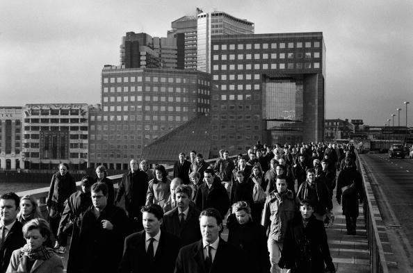 Tom Stoddart Archive「Commuters On London Bridge」:写真・画像(16)[壁紙.com]