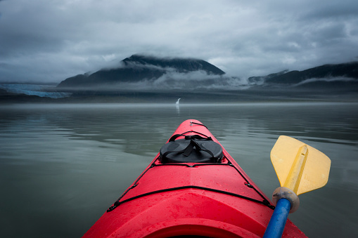 アラスカ「Paddling toward Mendenhall Glacier and waterfall」:スマホ壁紙(14)