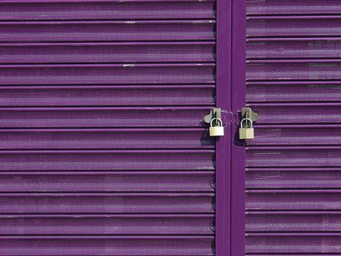 Closed「Two Padlocks on Purple Shutters」:スマホ壁紙(9)