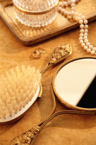Tray「Brush Mirror and Jewelry Jar」:スマホ壁紙(18)