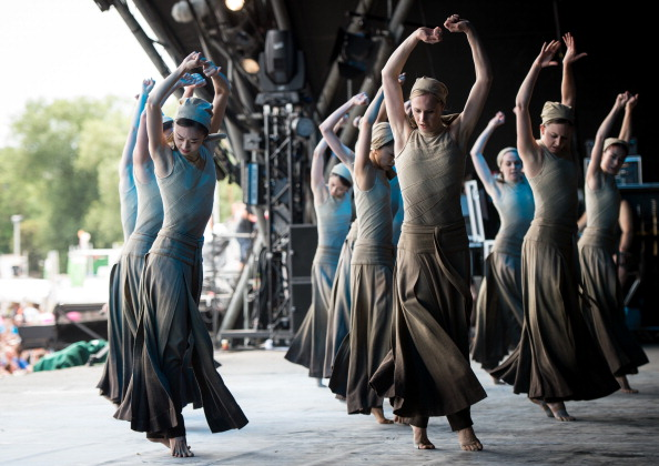 Dust「The English National Ballet Perform At The Glastonbury Festival」:写真・画像(12)[壁紙.com]