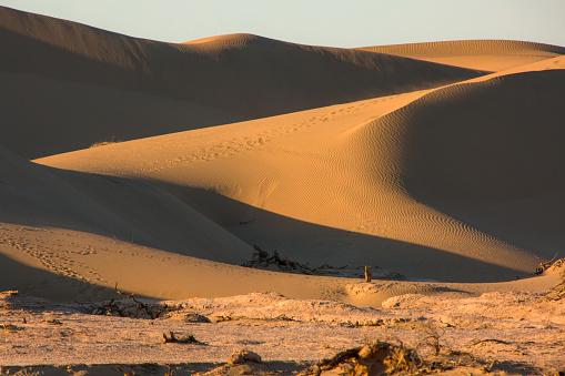 アウバリ砂海「Inner Mongolia Alashan Badan Jilin desert」:スマホ壁紙(4)