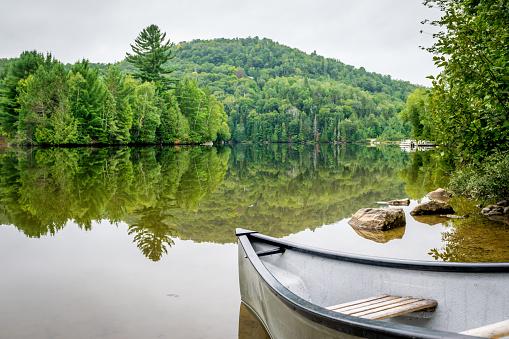 Fishing「Peaceful fishing lake with mountain range」:スマホ壁紙(14)