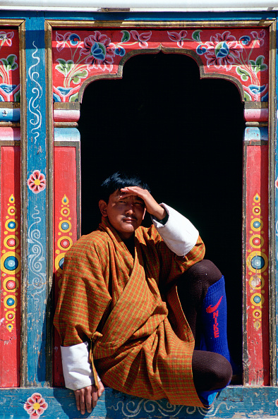 Cool Attitude「Bhutanese Man in Carved Window」:写真・画像(13)[壁紙.com]