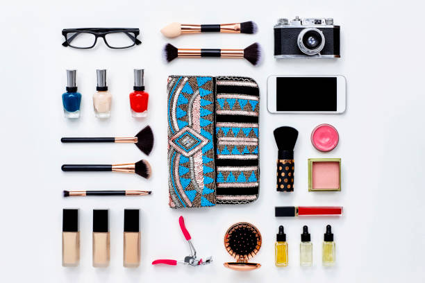 Clutch bag surrounded with beauty products and technologies:スマホ壁紙(壁紙.com)