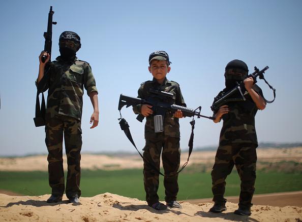 Gaza Strip「Palestinian Resistance Fighters Present A Show Of Force」:写真・画像(13)[壁紙.com]