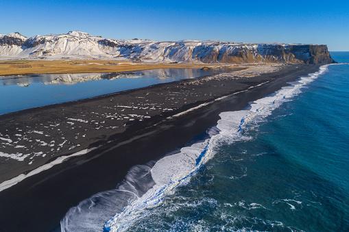 Dyrholaey「Black sand beach in Vik, Iceland」:スマホ壁紙(3)
