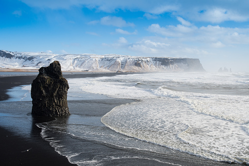 Basalt「Black sand Reynisfjara beach and rocks, Vik,Iceland」:スマホ壁紙(11)