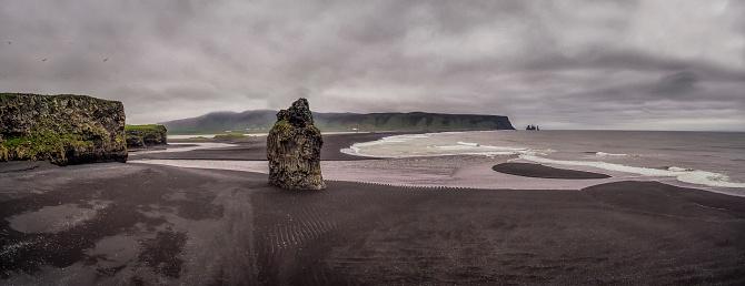 Basalt「Black sand beach with sea stacks, Reynisfjara Beach, Iceland」:スマホ壁紙(2)
