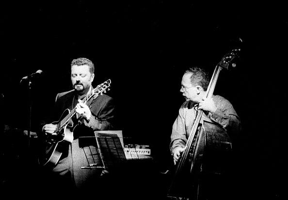 Spot Lit「Eddie Gomez and Martin Taylor, Ronnie Scott's, London, July 2000」:写真・画像(15)[壁紙.com]