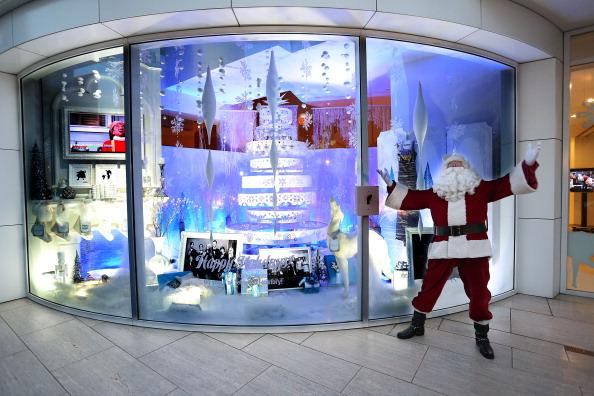 Paley Center for Media - Los Angeles「The Paley Center For Media & Warner Bros. Television Unveil Lavish Holiday Window Display」:写真・画像(17)[壁紙.com]