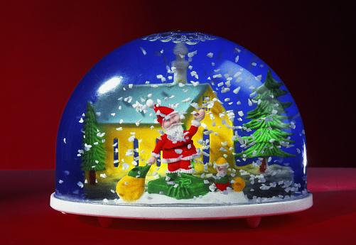 Souvenir「Santa Claus Figurine In Plastic Snow Globe」:スマホ壁紙(7)