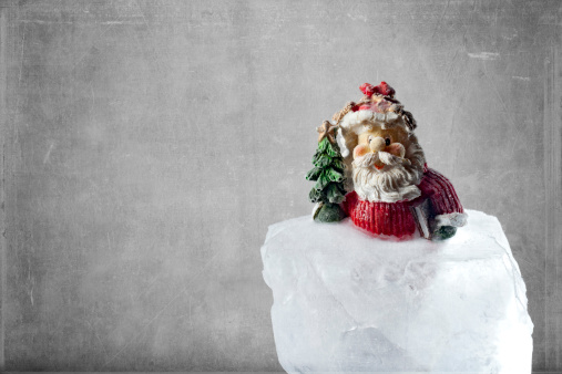 キッチュ「Santa claus figurine on ice cube, close up」:スマホ壁紙(7)