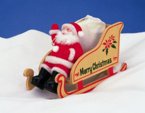 Dogsledding「Santa Claus riding sled on snow, side view」:スマホ壁紙(5)