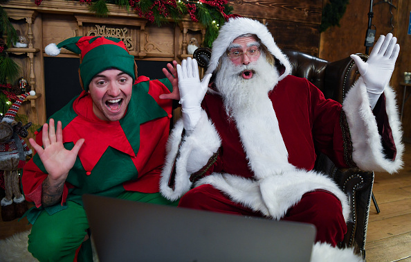 Elf「Santa Claus Zooms In To Living Rooms This Christmas」:写真・画像(4)[壁紙.com]