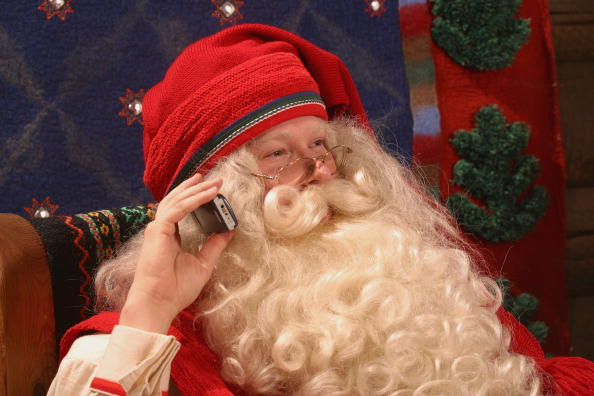 Santa Claus「Santa Claus Takes A Call On His Mobile Phone」:写真・画像(4)[壁紙.com]