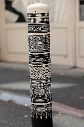 グルノーブル「painted boundary posts」:スマホ壁紙(7)
