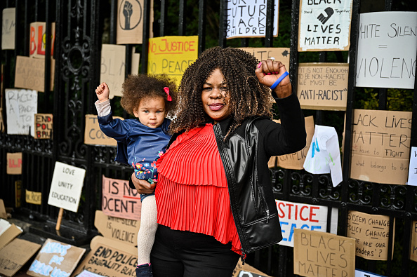 Protestor「Black Lives Matter Movement Inspires Demonstrations In UK」:写真・画像(2)[壁紙.com]