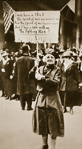 Patriotism「Woman Holding A Placard In Support Of The War Effort USA World War I circa 1914-circa 1918」:写真・画像(12)[壁紙.com]