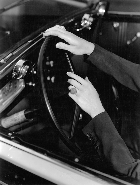 Hand「Hands at the wheel. Photograph. Around 1935.」:写真・画像(7)[壁紙.com]