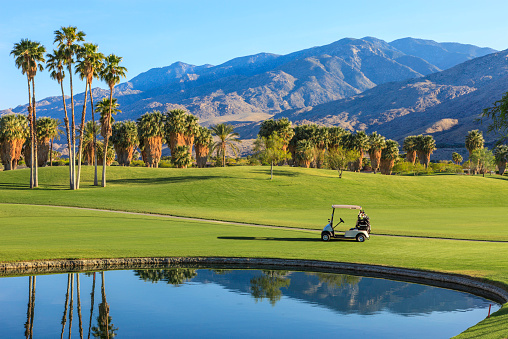 Mountain Range「Beautiful golf course's lake and golf cart in California」:スマホ壁紙(17)